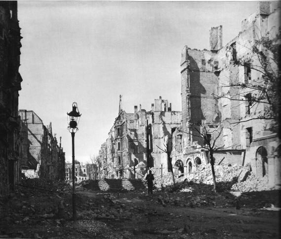 Viktoriastraße ul.Lwowa Mitte 1945 Foto Krysztyna Gorazdowska C Architekturmuseum Wroclaw